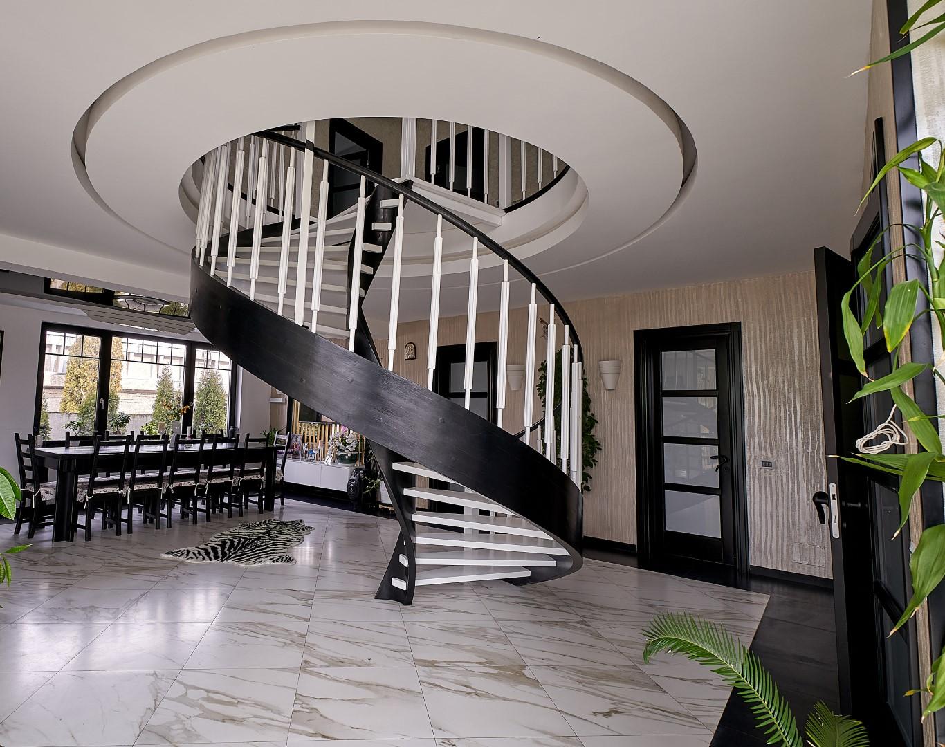 scări interioare din lemn
